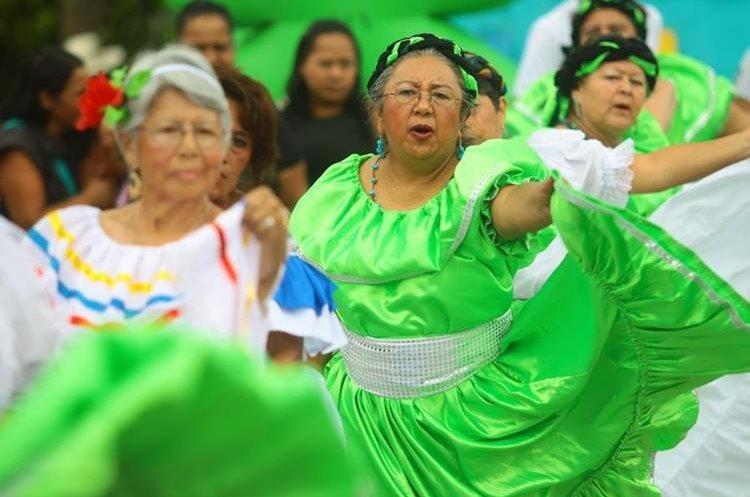 Para promover la actividad física, personas de diferentes edades participaron. (Foto Prensa Libre: Álvaro Interiano)