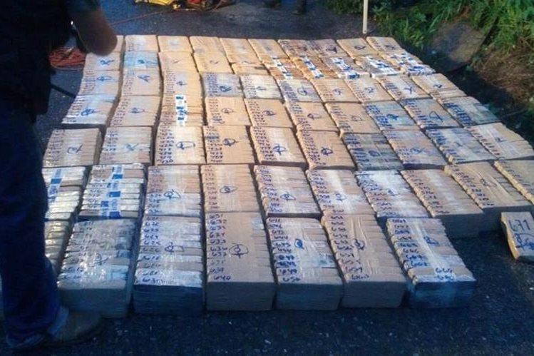 Fuerzas de seguridad contabilizan 671 paquetes de cocaína en La Democracia, Huehuetenango. (Foto Prensa Libre: PNC)