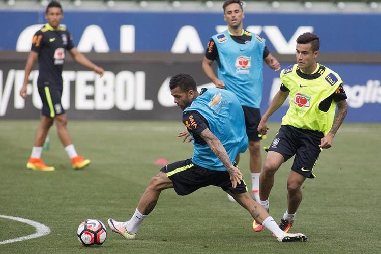 La selección de Brasil participa en una práctica del equipo en el StubHub Center en Carson, California. (Foto Prensa Libre: EFE).