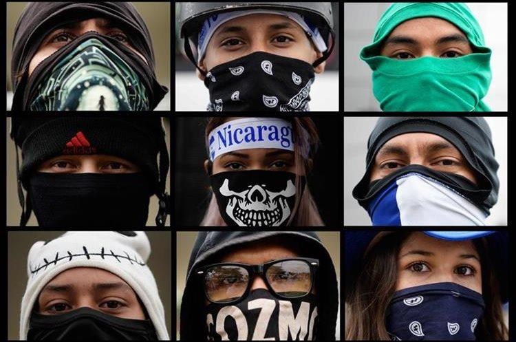 Universitarios participando en una manifestación exigiendo a Ortega y la vicepresidenta, esposa Rosario Murillo, que renuncien. (AFP)