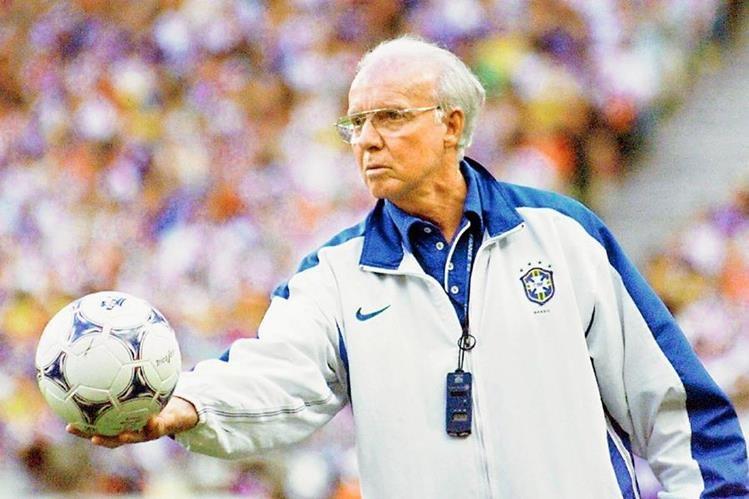 El brasileño Mario Zagallo dirigió a la verdeamarela en la  Copa del Mundo de 1998.  Dirigió la  final entre Brasil y Francia. Zagallo es tetracampeón con los sudamericanos. (Foto Prensa Libre: Hemeroteca PL)