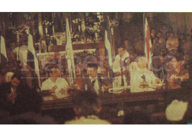 Los presidentes centroamericanos firman la declaración en la Basílica del Cristo Negro de Esquipulas el 25 de mayo de 1986.  (Foto: Hemeroteca PL)
