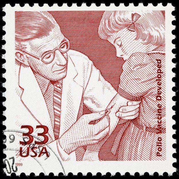 La poliomielitis no tiene cura, pero si se puede prevenir. Un esfuerzo global para erradicarla ha logrado una reducción impresionante: de unos 350.000 casos estimados en 1988 a 42 casos en 2016. GETTY IMAGES