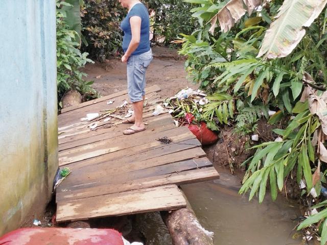 Unas cien casas están en zona de riesgo y otras en lugares inhabitables en Colomba, Quetzaltenango. (Foto Prensa Libre: Alexánder Coyoy)