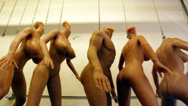 ¿Cambiarán los robots con inteligencia artificial la manera en la que tenemos sexo? (DAVID MCNEW/GETTY IMAGES)
