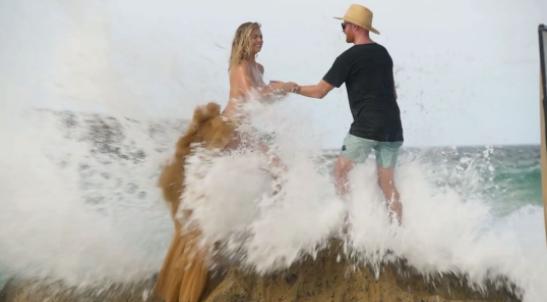 Kate Upton se vio interrumpida por la naturaleza (Foto Prensa Libre: Instagram).
