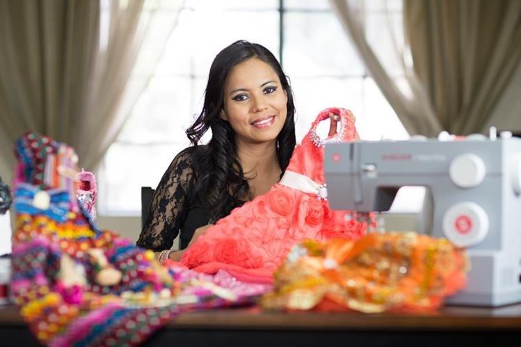 Las creaciones de la modista guatemalteca Juanita Esparza de Pereira son muy solicitadas en EE. UU.