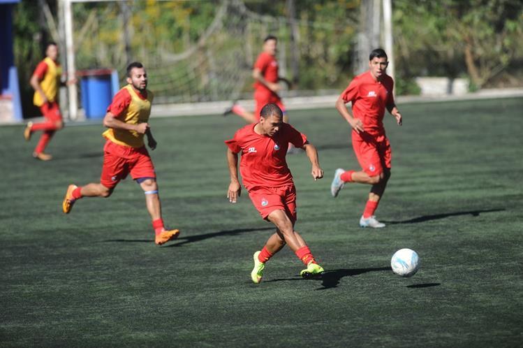El brasileño Janderson Pereira es el nuevo refuerzo de los rojos para el próximo torneo Clausura 2016. (Foto Prensa Libre: Francisco Sánchez).