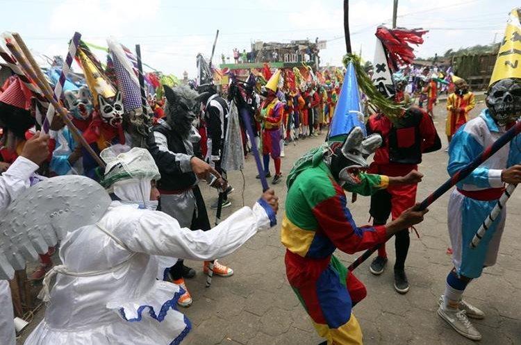 La tradicional pelea entre centuriones y judíos se mantiene vive en el sur del país. (Foto Prensa Libre: EFE)