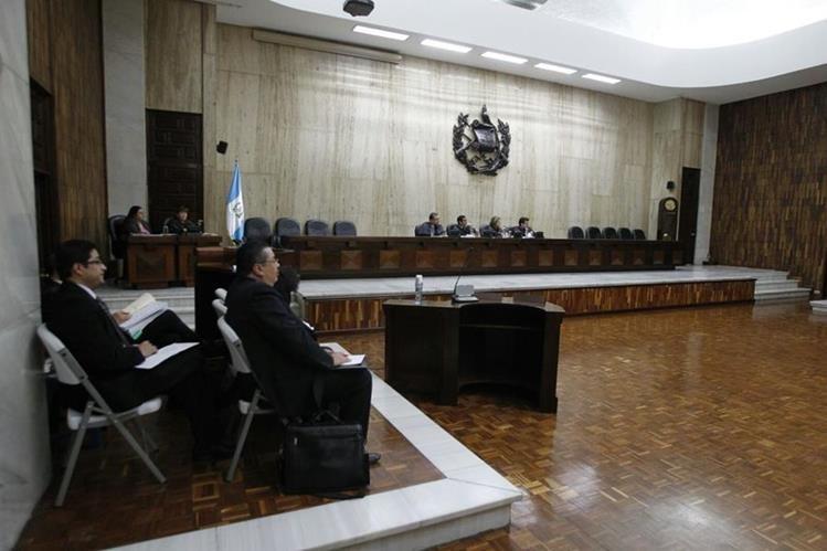 En audiencia publica, en la Cámara de Amparos y Antejuicios, el Centro de Acción Legal en Derechos HumanosCaldh pide a la Corte retirar del proceso por genocidio a la magistrada Anabella Cardona (Foto Prensa Libre: Paulo Raquec).