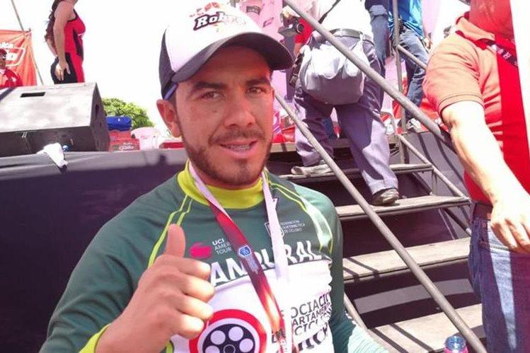 El ciclista Brayan Ríos de la Asociación de Quiché fue uno de los protagonistas en la segunda etapa de la Vuelta a Guatemala. (Foto Prensa Libre: Carlos Vicente)
