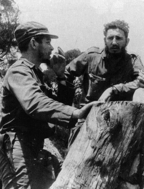 Ernesto Che Guevara y Fidel Castro en 1959. (Foto: Hemeroteca PL)