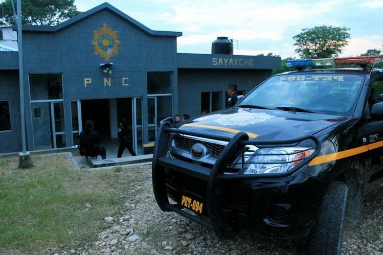 Subestación de la PNC en Sayaxché, Petén, localidad en la que se reportó el incidente. (Foto Prensa Libre: Rigoberto Escobar)