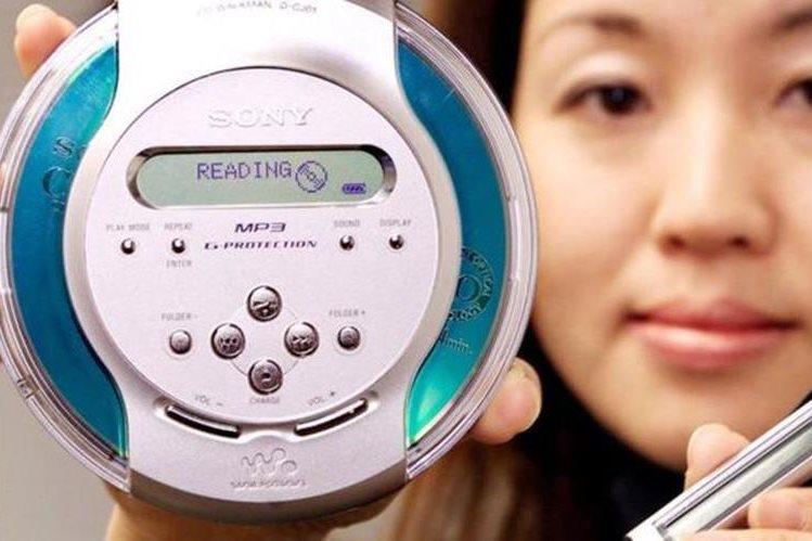 Los reproductores de MP3 dejaron de lado los voluptuosos lectores de CD, pero su final también está cerca. (GETTY IMAGES)