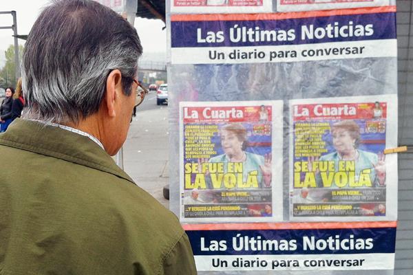 Los diarios chilenos detacan a la presidenta Michelle Bachelet que pide la renuncia de su Gabinete.(Foto Prensa Libre: AFP)