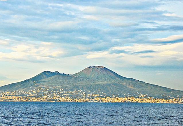 Aldeas y poblados aún permanecen impávidos a los pies del volcán Vesubio. (Foto: Hemeroteca PL)