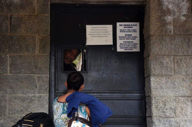 En el Hogar Seguro Virgen de la Asunción de Guatemala siguen viviendo 40 menores que las autoridades no han podido reubicar.
