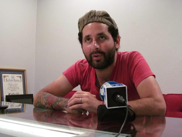 Eduardo Cabra de Calle 13 asegura de la banda continúa trabajando en nuevos proyectos. (Foto Prensa Libre: EFE)