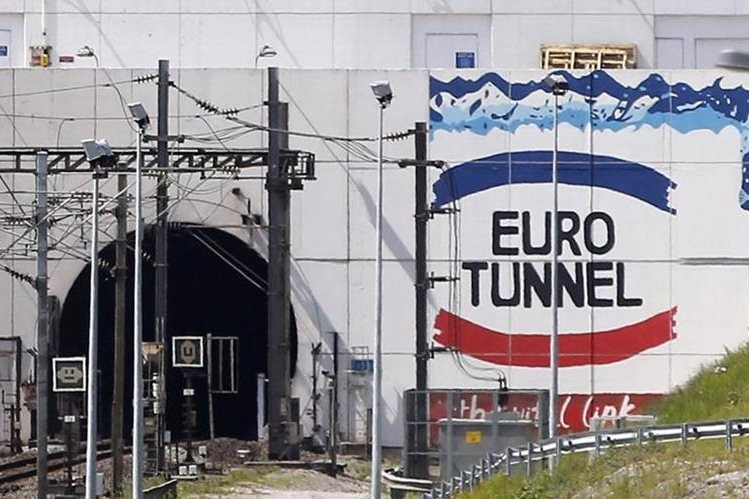 <em>Vista de la entrada del Eurotúnel, que conecta Francia e Inglaterra por debajo del canal de la Mancha, en Coquelles, cerca de Calais, Francia, hoy, 29 de julio de 2015. (Foto Prensa Libre: EFE).</em>