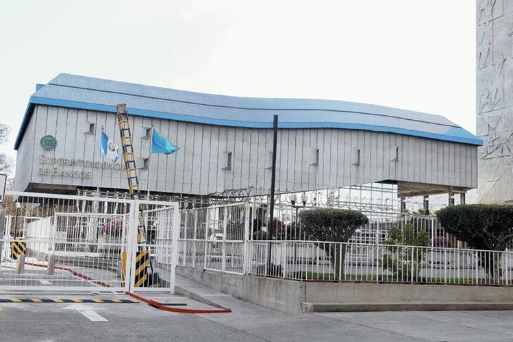Edificio de la Superintendencia de Bancos de Guatemala. (Foto Prensa Libre: Hemeroteca PL)