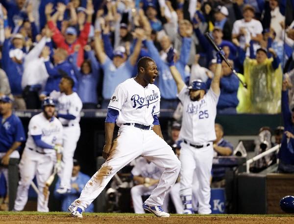Los jugadores de Kansas festejaron a lo grande. (Foto Prensa Libre: AP)