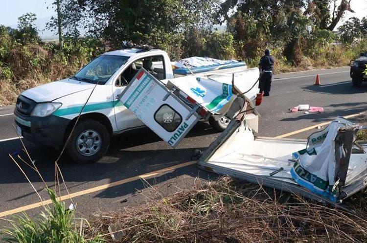 La Policía Nacional Civil detuvo al piloto de la pullman.(Prensa Libre: Cristian Icó)