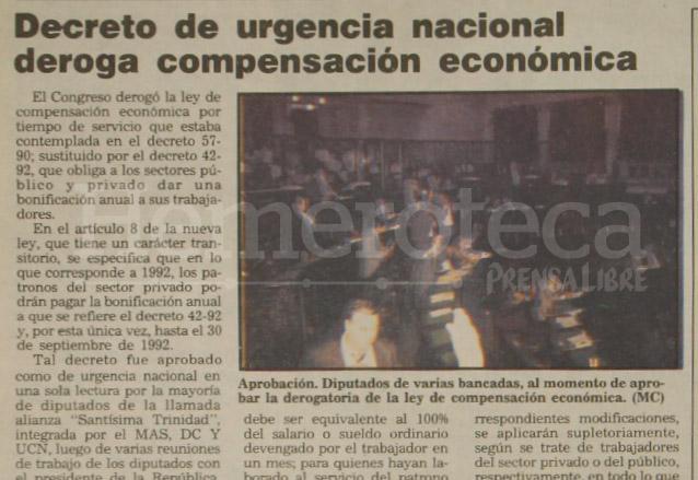El Congreso de la República aprueba el 2 de julio de 1992 el decreto que da vida al Bono 14. (Foto: Hemeroteca PL)