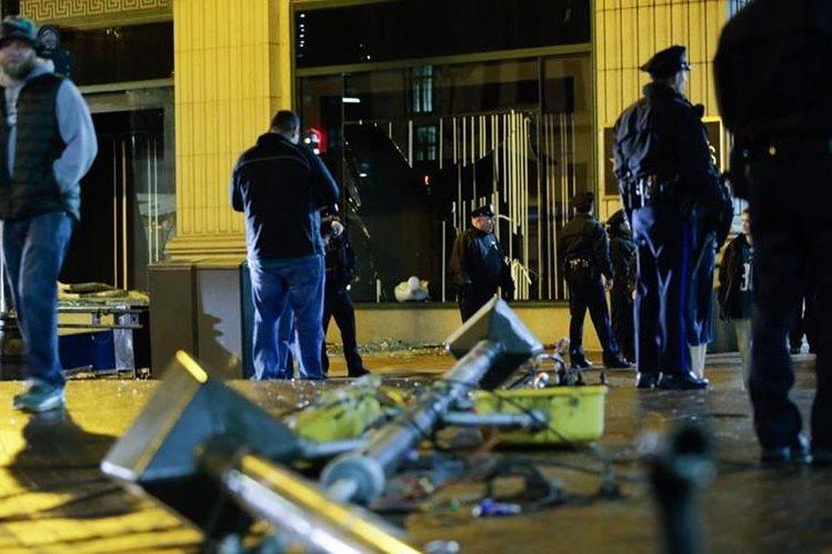 Los festejos de Filadelfia terminaron en hechos de violencia y degradación en el centro histórico de esta ciudad. (Foto Prensa Libre: AFP).