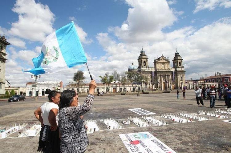 Guatemaltecos abarrotaron la Plaza de la Constitución y repudiaron la muerte de menores