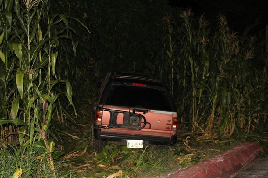Vehículo en el que se desplazaban los presuntos delincuentes. (Foto Prensa Libre: PNC)