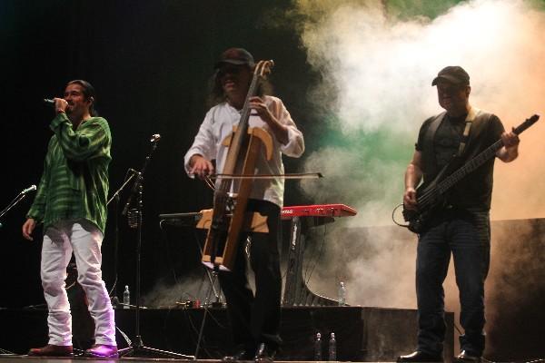 La respuesta del público en los más recientes conciertos de  Alux Nahual motivó a los músicos para  componer y grabar nuevos temas llenos de mensaje.