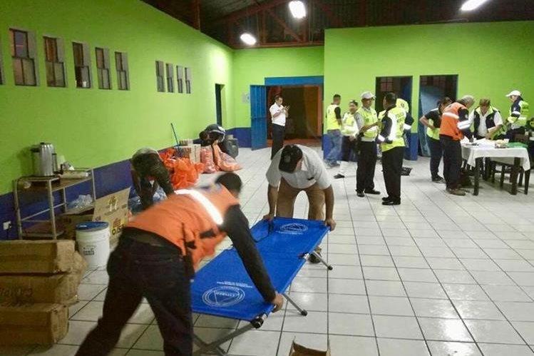 Conred y otros entes habilitaron 12 albergues en varios departamentos. (Foto, Prensa Libre: Conred)