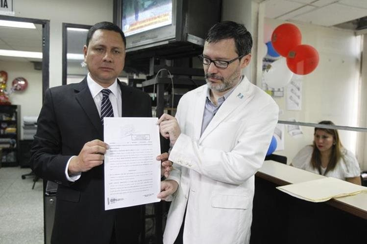 Grupo Cívico Guatemala Inmortal presentó una solicitud de antejuicio contra tres magistrados de la Corte de Constitucionalidad. (Foto Prensa Libre: Paulo Raquec)