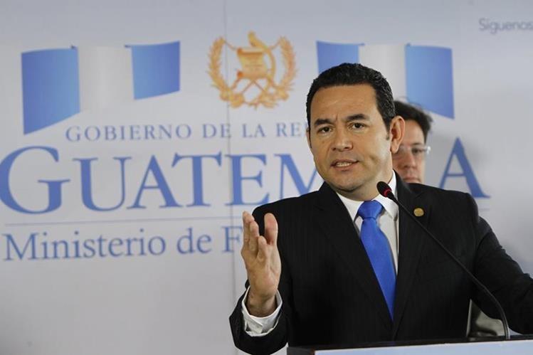 El presidente Jimmy Morales enfatizó que no subirán el impuesto al consumo. (Foto Prensa Libre: Paulo Raquec)
