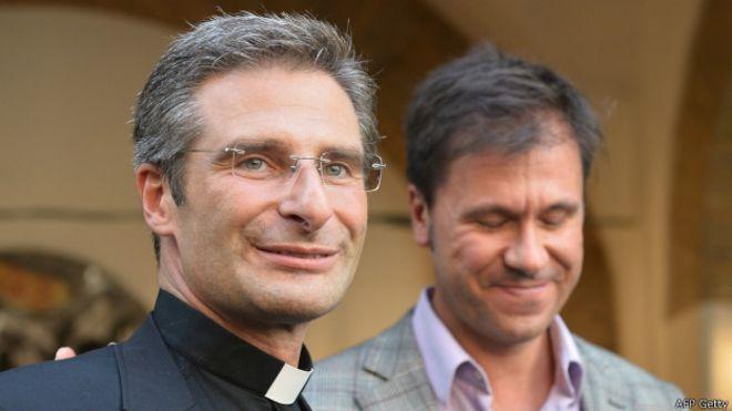 El reverendo Krzysztof Charamsa, de 43 años, reveló su homosexualidad y criticó al Vaticano. (Foto: Internet).
