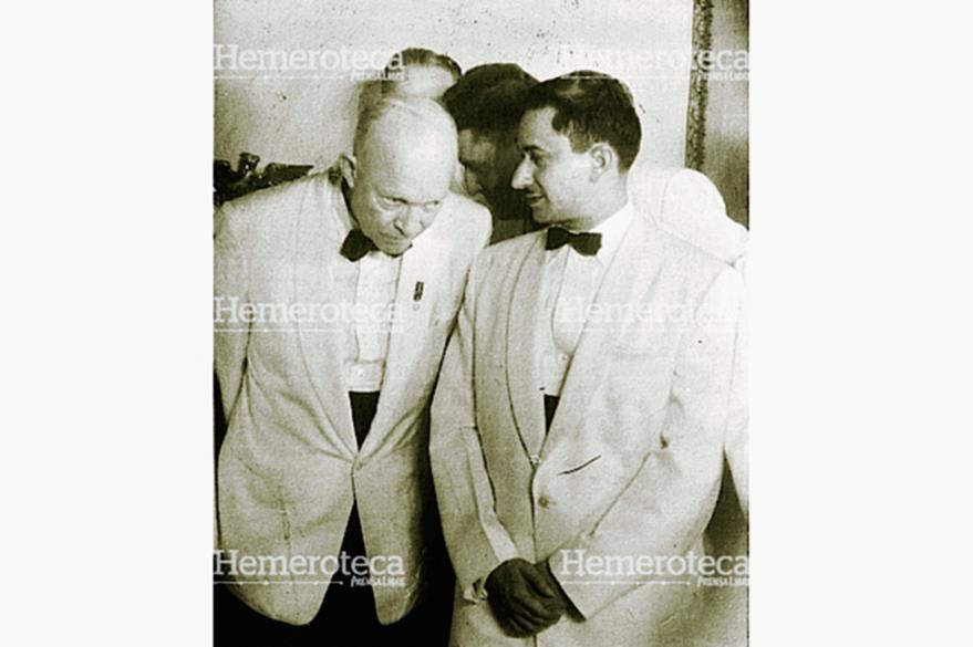 El presidente de Estados Unidos, Dwight Eisenhower y Carlos Castillo Armas, líder del movimiento de liberación nacional en 1954. Años después se publicaron los documentos donde se certifica la participación de la CIA en la caída del coronel Árbenz. (Foto: Hemeroteca PL)
