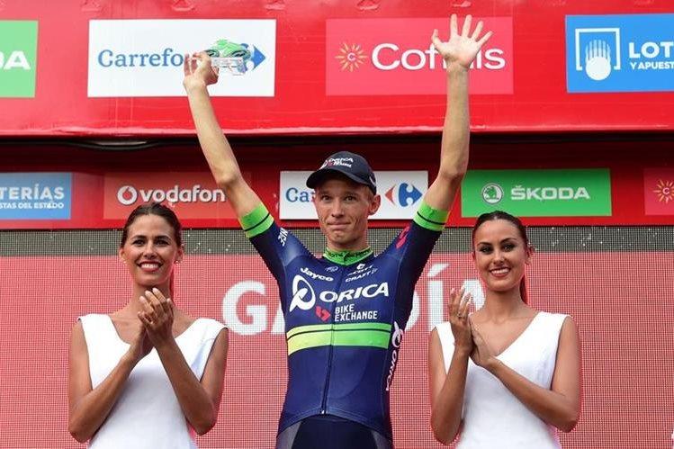 Nielsen alza los brazos y festeja su etapa en la Vuelta a España. (Foto Prensa Libre: AFP)