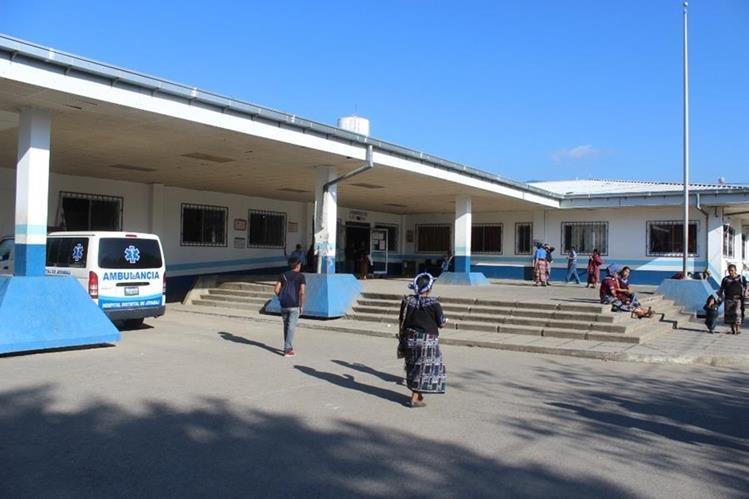 Hospital Distrital de Joyabaj atiende solo emergencias, debido a asueto para trabajadores. (Foto Prensa Libre: Óscar Figueroa).