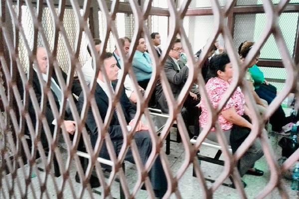 Por el supuesto fraude en la adjudicación de un contrato de diálisis en el Seguro Social, 17 pesonas guardan prisión preventiva. (Foto Prensa Libre: Hemeroteca PL)