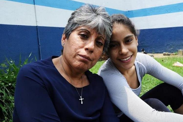 Patricia de Porras comparte con su hija Ana Sofía el cumpleaños 21 de la gimnasta. (Foto Prensa Libre: Hemeroteca PL)