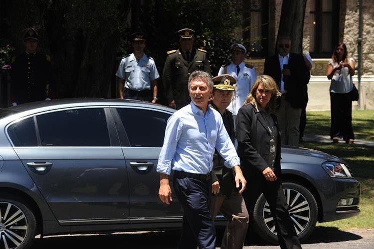 Mauricio Macri, presidente de Argentina, sufre una lesión en la costilla. (AP)