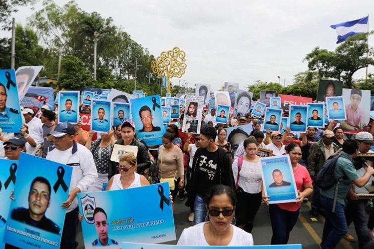 Miles de nicaragüenses mantienen una recia oposición al gobierno de Daniel Ortega y exigen la renuncia del mandatario. (Foto Prensa Libre: Agencia AFP)