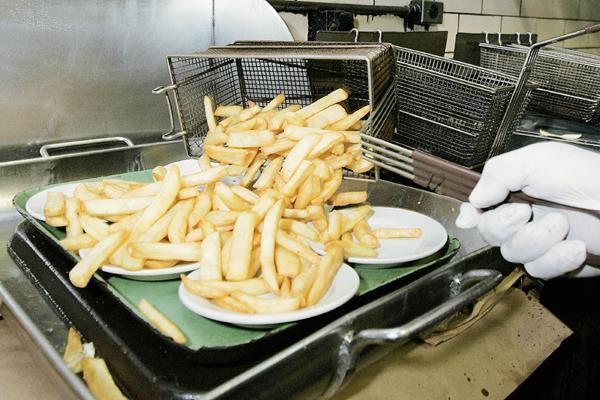 Los alimentos con grasas trans serán restringidos.