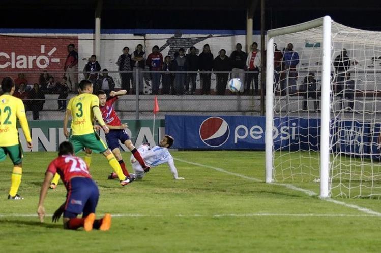 Xelajú MC aprovechó bien sus oportunidades de gol y derrotó a Guastatoya. (Foto Prensa Libre: Carlos Ventura)