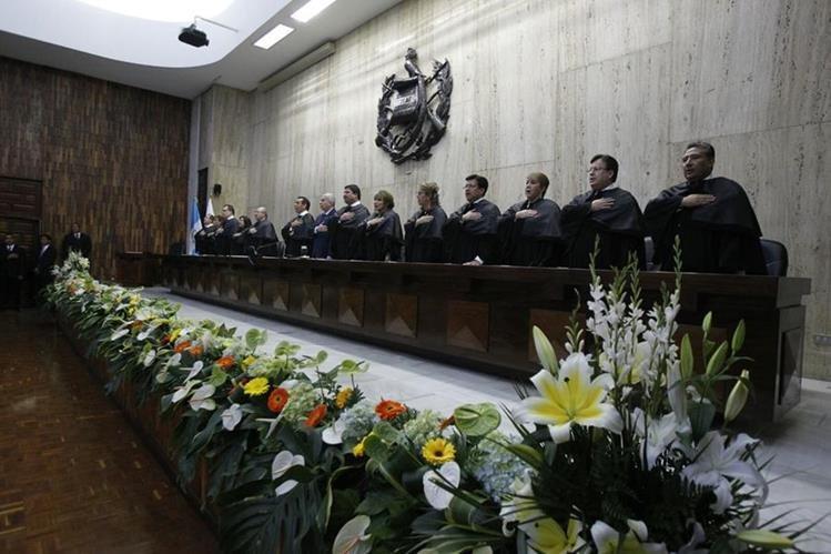 Ranulfo Rafael Rojas asume la presidencia de la CSJ y el OJ en un acto celebrado este martes en la Sala de Vistas de la Corte. (Foto Prensa Libre: Paulo Raquec)
