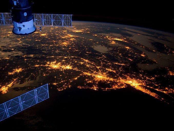 Científicos tratan de averiguar los efectos de las corrientes de materia oscura en la Tierra.