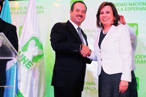 La presentación de Mario Leal Castilo, como compañero de fórmula de Snadra Torres, causó molestar en algunos integrantes de la UNE. (Foto Prensa Libre: Hemeroteca PL).