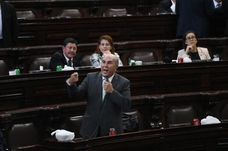 Mario Taracena señaló que las reformas están estancadas porque los diputados quieren revivir el transfuguismo. (Foto Prensa Libre: Esbín García)