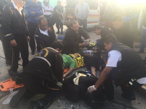 peatones y motoristas ocupan el primer lugar en atropellados según cifras de los cuerpos de socorro. (Foto Prensa Libre: Hemeroteca PL)