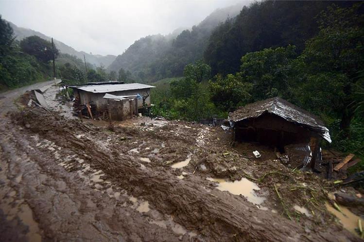 Daños por deslaves en poblados de Veracruz, México. (Foto Prensa Libre: AFP)